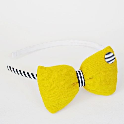 Στέκα-με-κίτρινο-φιόγκο