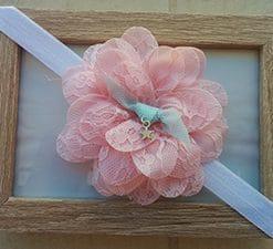 Άσπρη κορδέλα με δαντελένιο ροζ λουλούδι