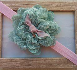 Ροζ κορδέλα με δαντελένιο πράσινο λουλούδι