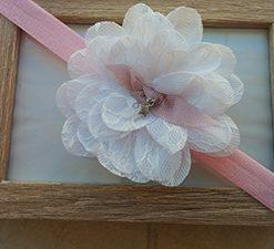 Ροζ κορδέλα με δαντελένιο άσπρο λουλούδι
