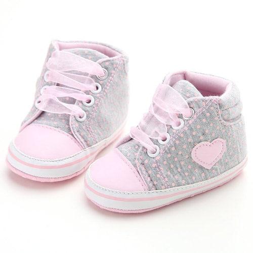 Βρεφικά παπούτσια αγκαλιάς αθλητικά γκρι πουά με ροζ • minifashion.gr cd7d5c324e6