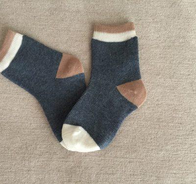 Παιδικές κάλτσες μπλε με άσπρο και καφέ