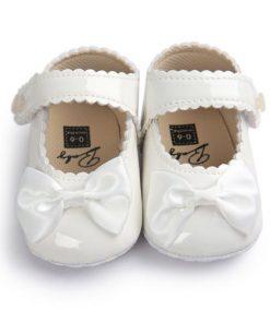 Βρεφικά παπούτσια αγκαλιάς με μπαρέτα άσπρα με άσπρο φιόγκο
