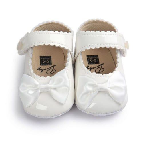 Βρεφικά παπούτσια αγκαλιάς με μπαρέτα άσπρα με άσπρο φιόγκο ... 1ed9d44a1bb