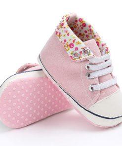 Βρεφικά παπούτσια αγκαλιάς αθλητικά ροζ με λουλουδάκια