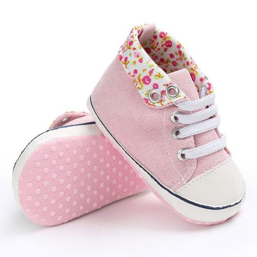 Βρεφικά παπούτσια αγκαλιάς αθλητικά ροζ με λουλουδάκια • minifashion.gr 2d430c93576