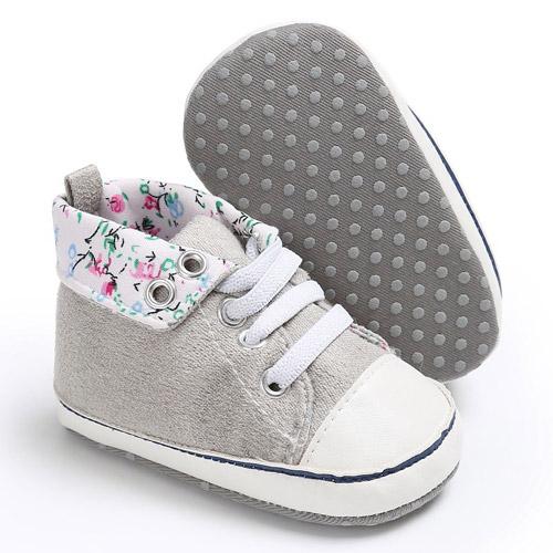 Βρεφικά παπούτσια αγκαλιάς αθλητικά γκρι με λουλουδάκια