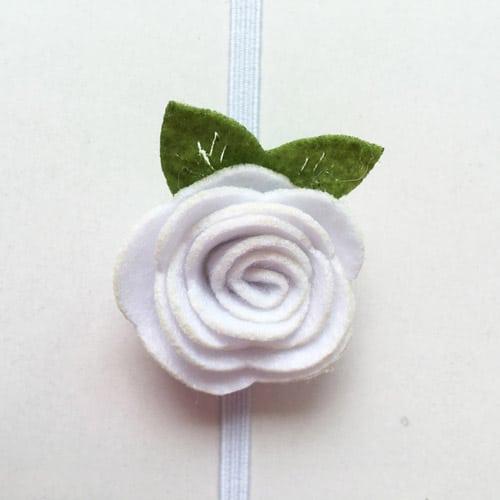 Κορδελα μαλλιών ασπρο λουλούδι από τσόχα